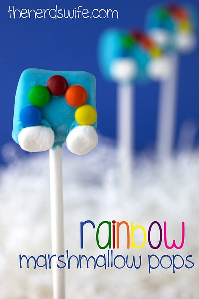 Easy Rainbow Marshmallow Pops